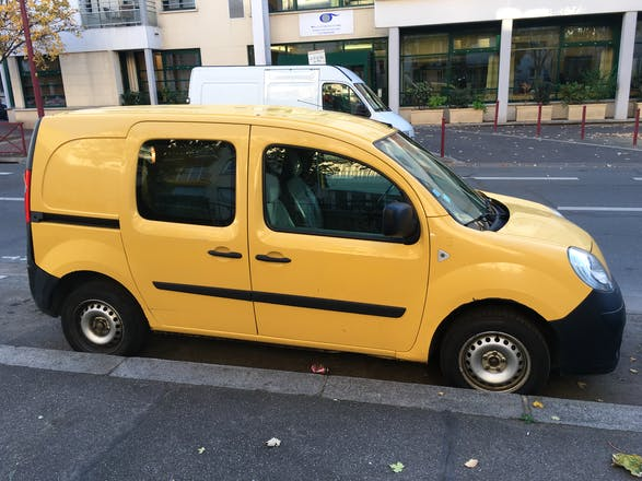 location utilitaire renault kangoo express 2009 diesel le pr saint gervais 60 rue de stalingrad. Black Bedroom Furniture Sets. Home Design Ideas