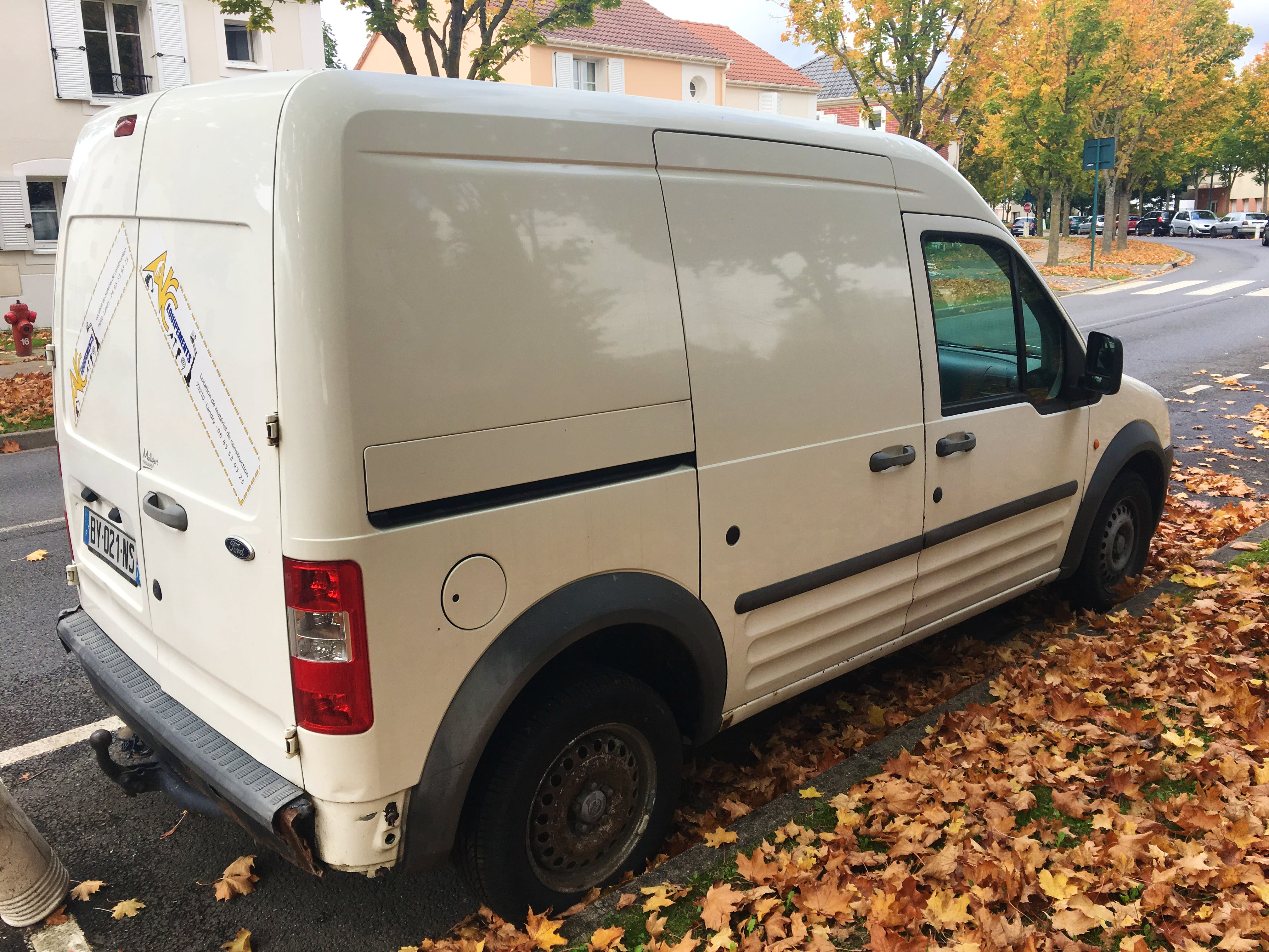 Ford Transit Connect 1.8 tdci 90ch T230 4m3 avec Chaines