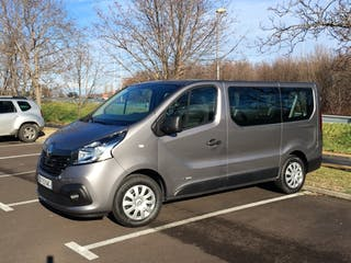 location minibus renault trafic passenger 2016 diesel 9 places clermont ferrand gare de. Black Bedroom Furniture Sets. Home Design Ideas