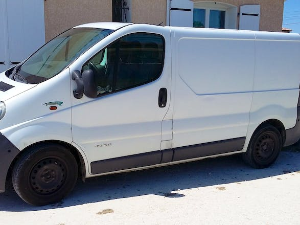 location utilitaire renault trafic 2006 diesel toulouse 75 avenue de grande bretagne. Black Bedroom Furniture Sets. Home Design Ideas