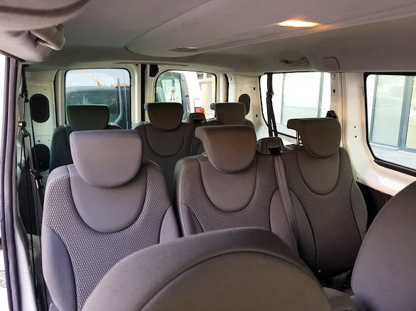 location utilitaire citroen jumpy 2010 diesel 9 places. Black Bedroom Furniture Sets. Home Design Ideas