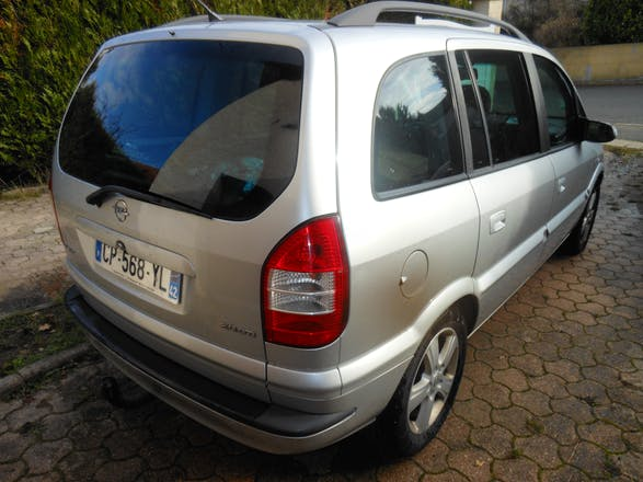 location opel zafira 1999 diesel 7 places saint tienne 45 rue basse des rives. Black Bedroom Furniture Sets. Home Design Ideas