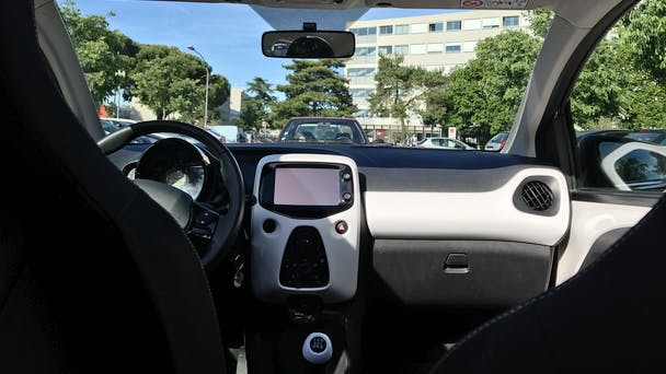 Peugeot 108 USB Bluetooth (ALLURE) avec GPS