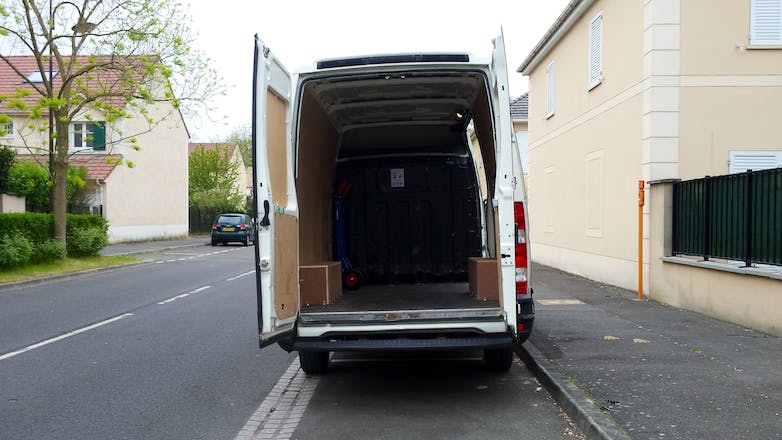location utilitaire iveco daily fourgon 2010 diesel. Black Bedroom Furniture Sets. Home Design Ideas