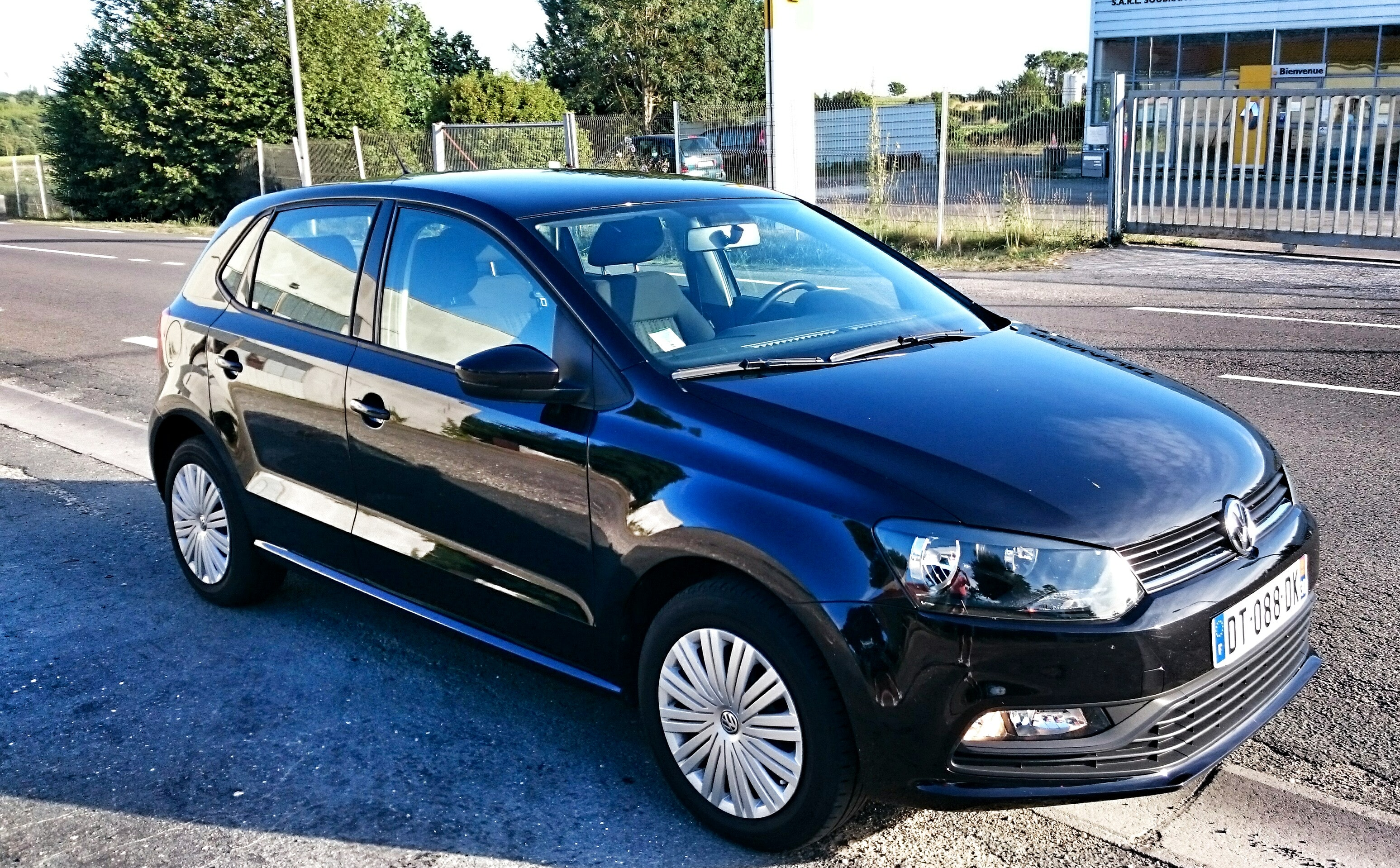 VOLKSWAGEN POLO, 1L essence, 75 CV Trendline BlueMotionStyle (Noire), 2014, Essence