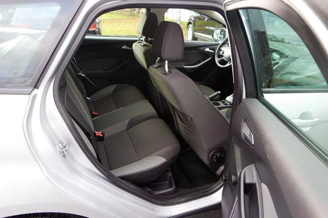 Ford Focus SW III TDCI Kombi mit CD-Player