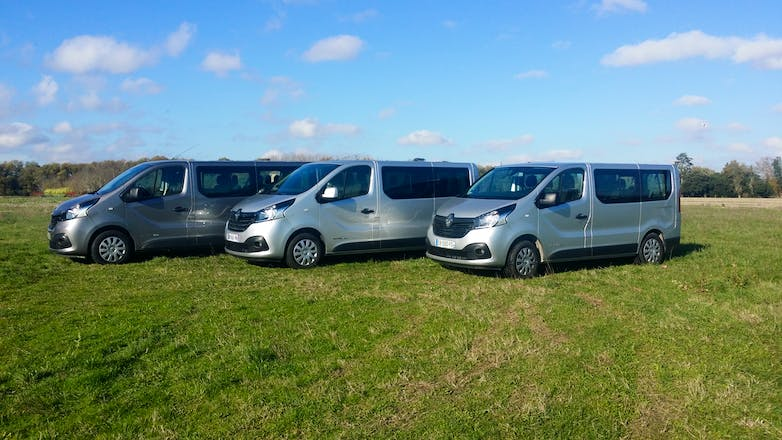 location minibus renault trafic passenger 2015 diesel 9 places blagnac a roport toulouse blagnac. Black Bedroom Furniture Sets. Home Design Ideas