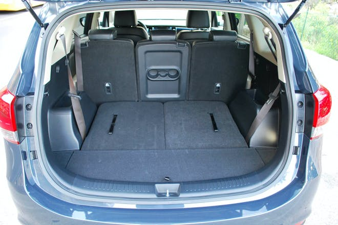location kia carens 2013 diesel 7 places tuz 16 chemin des crosses. Black Bedroom Furniture Sets. Home Design Ideas