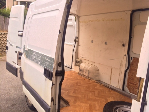 location utilitaire renault master 1999 diesel bi vres 7 rue odilon redon. Black Bedroom Furniture Sets. Home Design Ideas