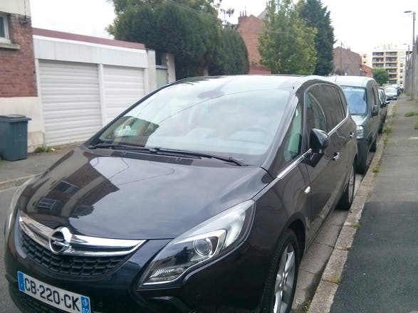location opel zafira tourer 2012 diesel 7 places lille 47 rue desaugiers. Black Bedroom Furniture Sets. Home Design Ideas