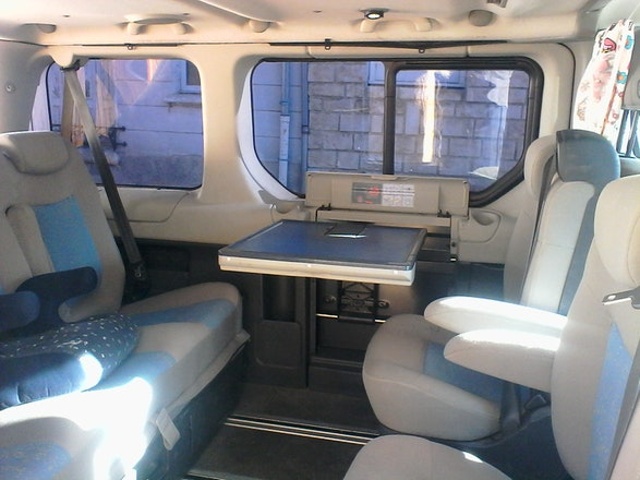 location minibus renault trafic passenger 2008 diesel 7. Black Bedroom Furniture Sets. Home Design Ideas