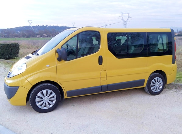 location renault trafic passenger diesel 9 places. Black Bedroom Furniture Sets. Home Design Ideas