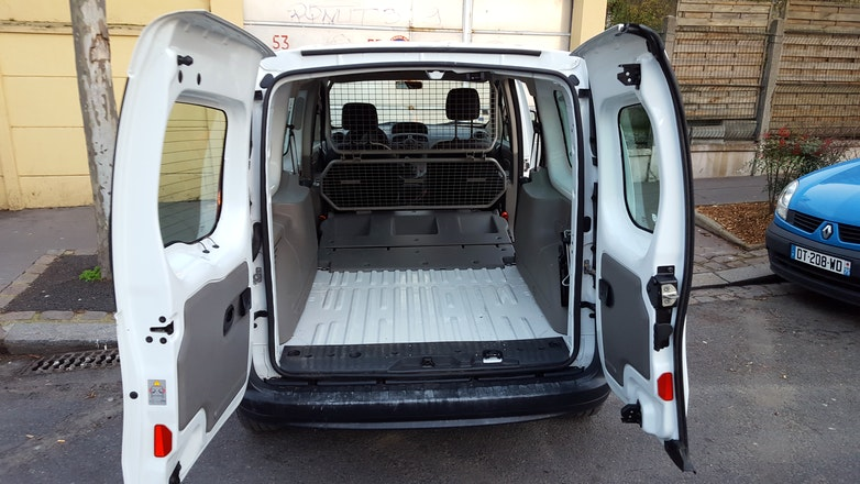location utilitaire renault kangoo express 2010 diesel pantin 1 rue jules auffret. Black Bedroom Furniture Sets. Home Design Ideas