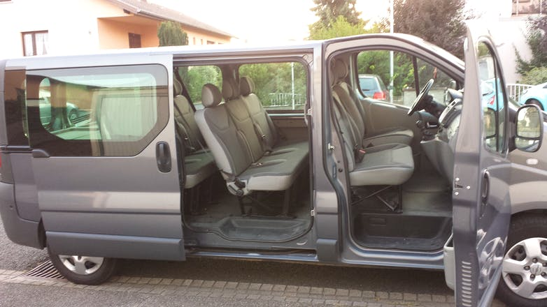 location minibus opel vivaro combi 2013 diesel 9 places obernai 24 rue des petits champs. Black Bedroom Furniture Sets. Home Design Ideas