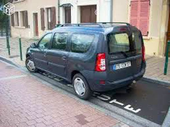 location dacia logan mcv 2009 diesel 7 places paris place des f tes. Black Bedroom Furniture Sets. Home Design Ideas