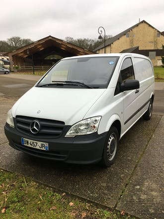 location utilitaire mercedes vito 2011 diesel montigny le bretonneux 11 avenue de la source. Black Bedroom Furniture Sets. Home Design Ideas