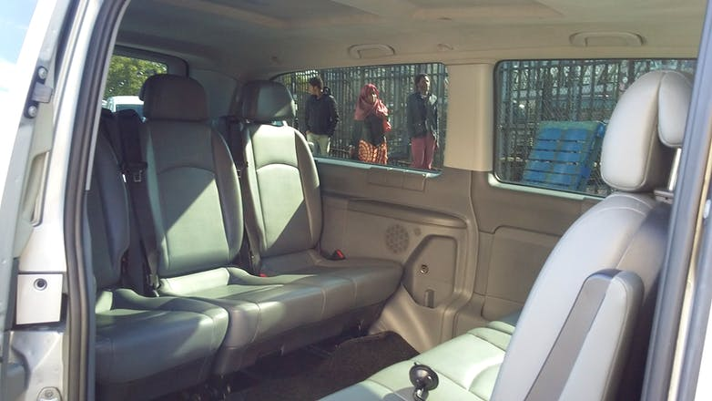 location minibus mercedes vito tourer 2009 diesel 9 places paris 14 rue de chartres. Black Bedroom Furniture Sets. Home Design Ideas