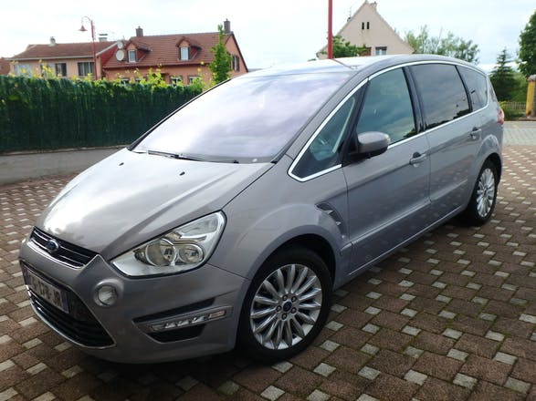 location ford s max 2012 diesel 7 places paris rue des c vennes. Black Bedroom Furniture Sets. Home Design Ideas