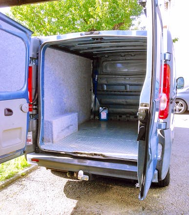 location utilitaire renault trafic 2006 diesel tarbes 1 avenue du r giment de bigorre. Black Bedroom Furniture Sets. Home Design Ideas