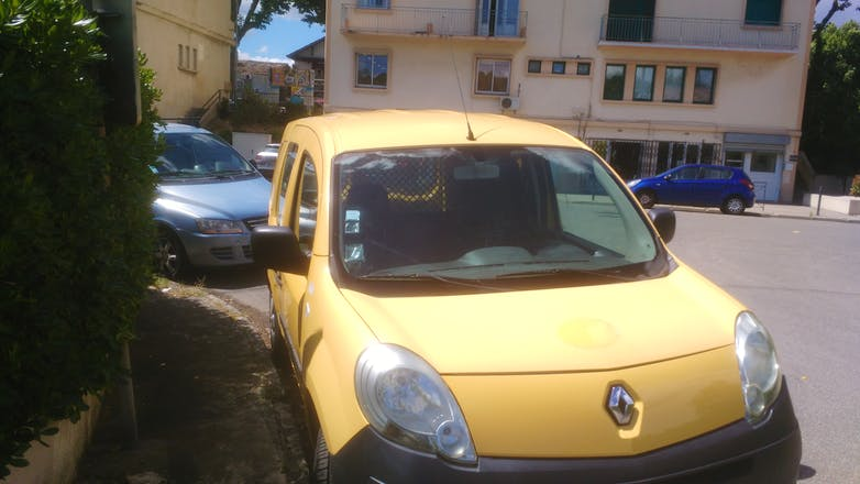 location utilitaire renault kangoo express 2008 mandelieu la napoule 36 rue saint vincent de. Black Bedroom Furniture Sets. Home Design Ideas