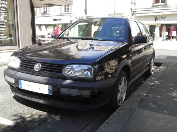 location volkswagen golf 1996 diesel orl ans place du martroi. Black Bedroom Furniture Sets. Home Design Ideas